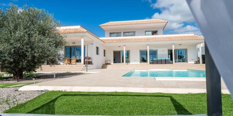 126085596 Villa Elena