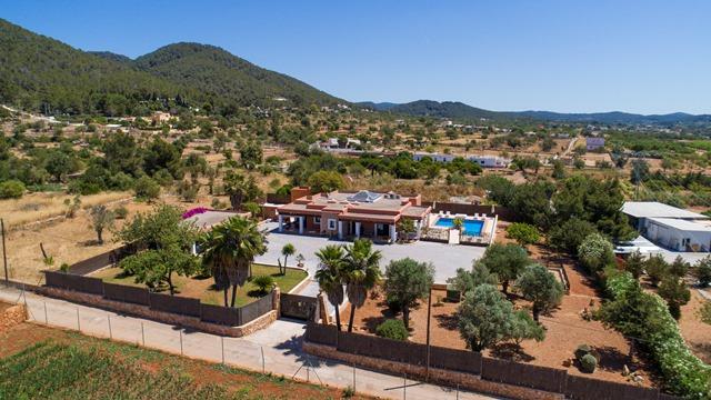 Villa Evie Ariel (1) Villa Pineda