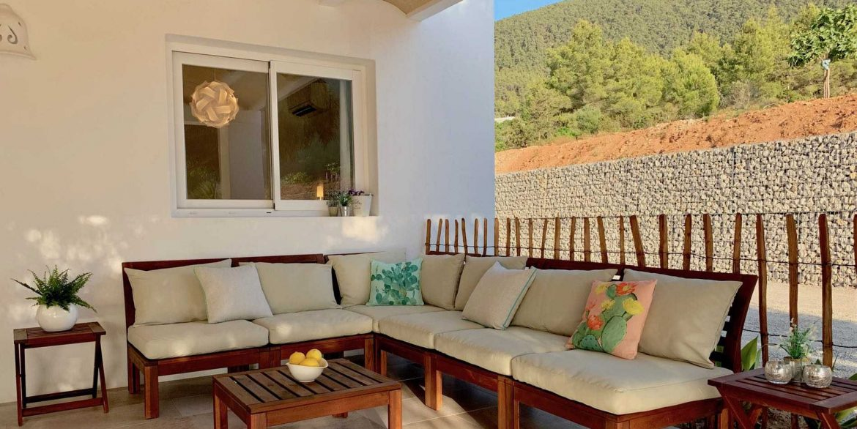 07-out-porche-sofa Can Mimosa